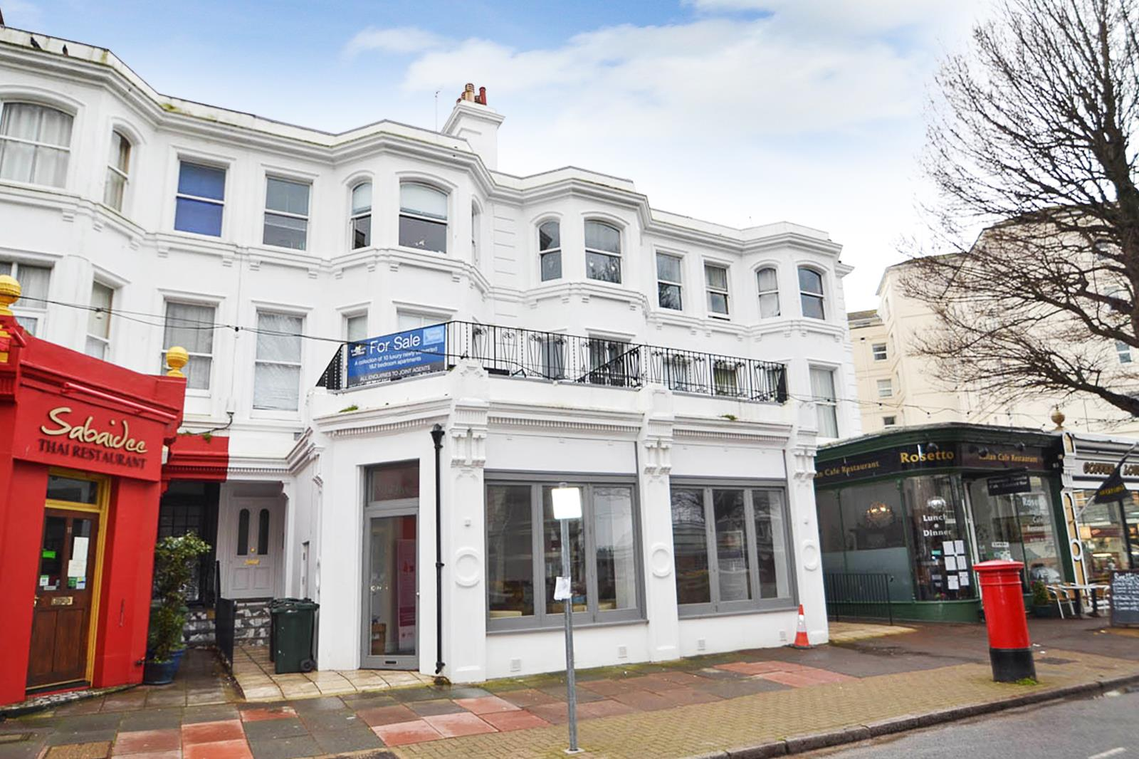 2 Bedrooms Flat for sale in Carlisle Road, EASTBOURNE
